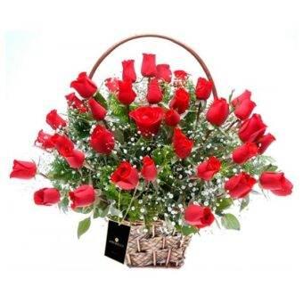 Hemoso arreglo de rosas Amorecci