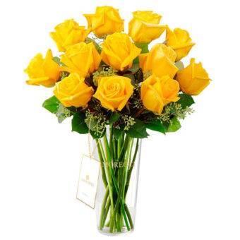 Rosas con delicado florero Amorecci